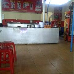 Photo taken at Ayam Lepas by Rahma S. on 12/10/2012