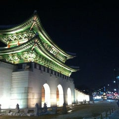 Photo taken at 광화문 (光化門, Gwanghwamun) by Seoul K. on 1/3/2013