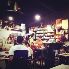 Photo taken at ย่งหลี (Yonglee) by phonlasate k. on 9/27/2012