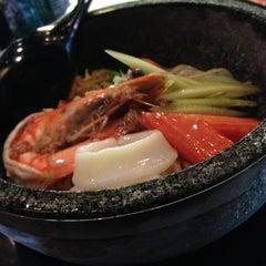 Photo taken at Sukeya Ginya 助屋x吟屋 by Sorapon T. on 12/11/2012