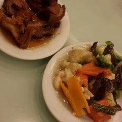 Photo taken at Happy Garden Restaurant by elvira y. on 1/4/2014