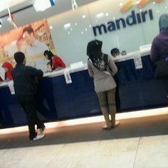 Photo taken at Bank Mandiri by Ayek'Mecanick T. on 8/19/2013