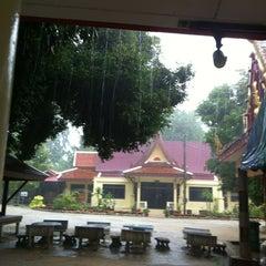 Photo taken at วัดสว่างอารมณ์ by Kwannapa K. on 11/18/2013