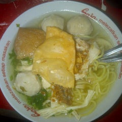 Photo taken at Bakso Magetan by William A. on 4/17/2013