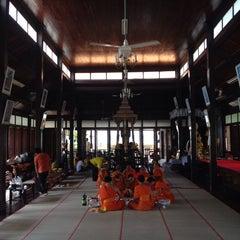 Photo taken at วัดนครป่าหมาก (Wat Nakorn Pa Mak) by Liftildapeak W. on 11/30/2014