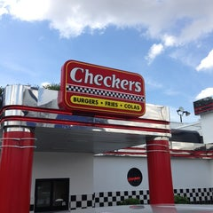 Photo taken at Checkers Drive-In Restaurant by Hector V. on 9/14/2013