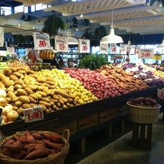 Photo taken at Nino Salvaggio International Marketplace by Fabiana C. on 10/3/2012