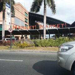 Photo taken at Market! Market! by Anna Q. on 2/7/2013