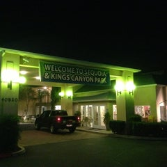 Photo taken at Comfort Inn & Suites Sequoia Kings Canyon by Sanghyun P. on 1/3/2013