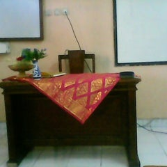 Photo taken at VIII Bilingual SMP (SLUB) Saraswati 1 Denpasar by Dwi I. on 1/24/2014