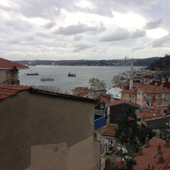 Photo taken at Yeni Mahalle by KORHAN on 12/18/2012