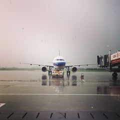 Photo taken at Ningbo Lishe International Airport (NGB) 宁波栎社国际机场 by Hela Z. on 7/26/2015