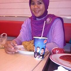 Photo taken at KFC by Henni R. on 12/20/2012