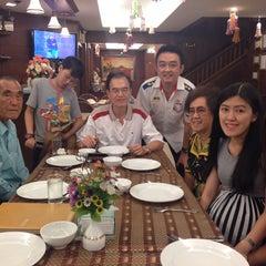 Photo taken at แว่นฟ้าราชวงษ์ (Wan Fah Restaurant) by Eakarach F. on 11/20/2013