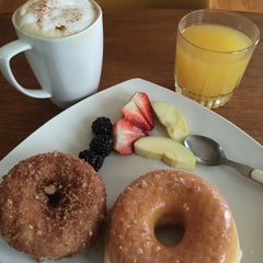 Photo taken at Gladstone Donuts by David H. on 3/4/2015