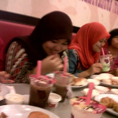 Photo taken at KFC by Diana A. on 8/6/2013