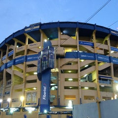 Foto tirada no(a) Estadio Alberto J. Armando (La Bombonera) por Ariel P. em 3/17/2013