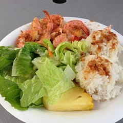 Photo taken at Macky's Shrimp Truck by MIWA on 1/7/2013