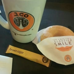 Photo taken at J.Co Donuts & Coffee by Lidwina P. on 12/21/2015