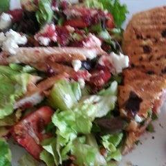 Photo taken at Vallarta Salads by Lic Leticia B. on 4/22/2013