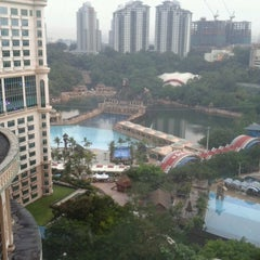 Photo taken at Sunway Resort Hotel & Spa by Kar M. on 5/26/2014