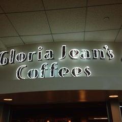Photo taken at Gloria Jean's Coffees by Armando A. on 7/5/2014