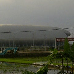 Photo taken at Stadion Gelora Bandung Lautan Api (GBLA) by Noviana L. on 12/21/2014