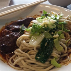 Photo taken at Kanzhū Hand-Pulled Noodles by Ivan V. on 2/5/2015