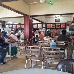 Photo taken at Restaurant Wey Aman Tom Yam by Fadhirul Z. on 4/4/2013