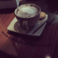 Photo taken at Coffee Toffee by Mickhel A. on 1/12/2013