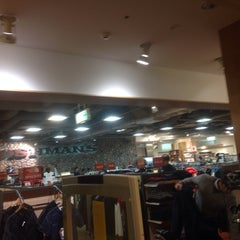 Photo taken at OSHMAN'S 新宿店 by Youichi I. on 12/30/2014