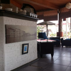 Photo taken at D'7uan Coffee Lounge & Kitchen Bar by Bani S. on 9/13/2013
