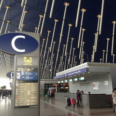 Photo taken at 上海浦东国际机场1号航站楼 T1 Shanghai Pudong Int'l Airport by Alexey D. on 4/10/2013