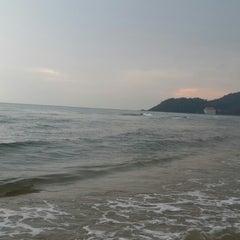 Photo taken at Rattanapura Beach Resort (รัตนปุระ บีช รีสอร์ท) by Aom P. on 4/11/2015