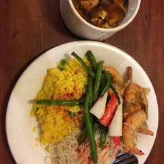 Photo taken at Fuji Chinese Buffet by Ejad on 8/4/2015