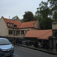 Photo taken at Židovské muzeum | Jewish Museum in Prague by Leonardo M. on 10/18/2015