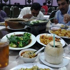 Photo taken at Q Thai Restaurant by Zul N. on 12/9/2014