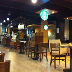 Photo taken at Borders by Uma L. on 3/31/2013