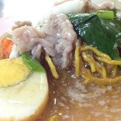 Photo taken at ไอ้หนูยอดผัก by Kob J. on 11/13/2012