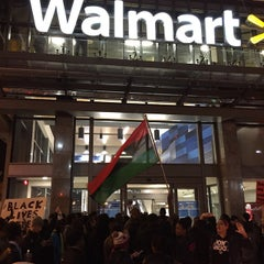 Photo taken at Walmart Supercenter by Johnny M. on 11/26/2014