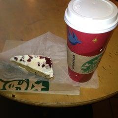 Photo taken at Starbucks by Orisel B. on 11/26/2012