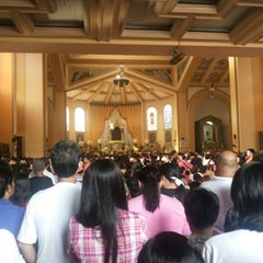 Photo taken at National Shrine of Our Lady of the Holy Rosary of La Naval de Manila (Sto. Domingo Church) by Third M. on 10/13/2013