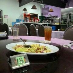 Photo taken at Q Thai Restaurant by Syafiq R. on 5/5/2015