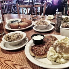 Photo taken at Cracker Barrel Old Country Store by Rou Z. on 2/12/2013
