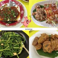 Photo taken at Restoran 9888 (发记海鲜楼) by Yasmine L. on 6/10/2015