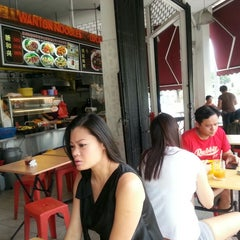 Photo taken at Sin Hoe Hin Rowell Road Wonton Mee by Shirley F. on 3/6/2013
