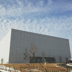 Photo taken at 金沢海みらい図書館 by Sean Y. on 1/21/2013
