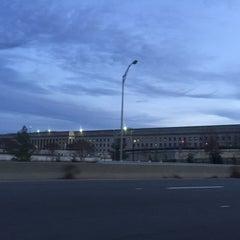 Foto tirada no(a) The Pentagon por Mohsen O. em 12/13/2015
