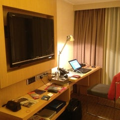 Photo taken at Novotel Clarke Quay by Philippe P. on 1/29/2013