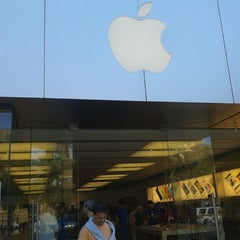 Photo taken at Apple Store, Town Square by MANOEL FREDERICO S. on 6/2/2013